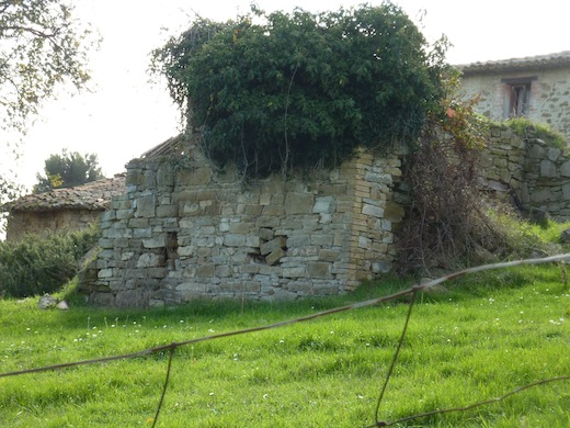 abandoned farmhouse in Bevagna